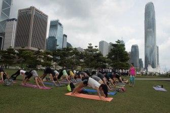 20150502 - Cora Tamar Park Yoga II - 069