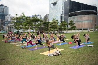20150502 - Cora Tamar Park Yoga II - 261